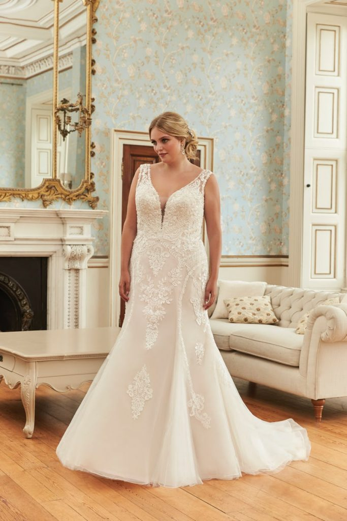 Romantica Silhouette Prunella Wedding Dress