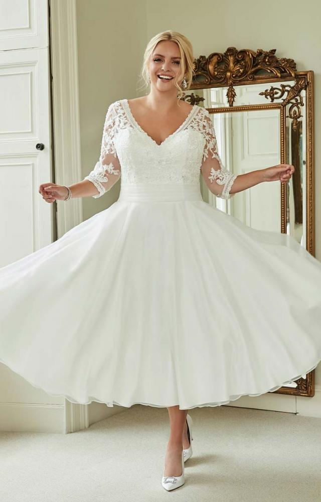 Romantica Silhouette Anna-Sophia Curvy Bridal Dress