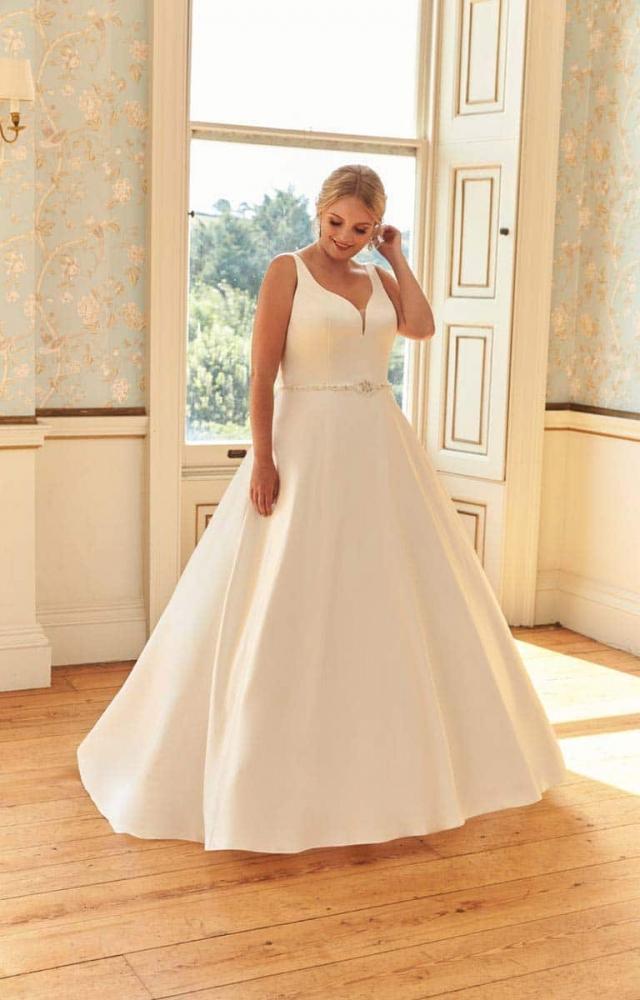 Romantica Silhouette Bonita Curvy Bridal Dress
