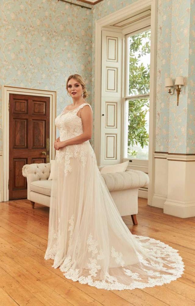 Romantica Silhouette Demelza Curvy Bridal Dress